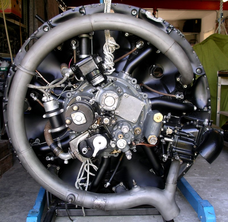 he artefakte images aircraft radial engines radial engine jacobs r 755 9 backview left the starter down and above the ignition magnetos